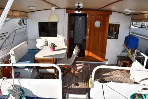 LeeZe Diesel Duck Trawler Aft Deck Full