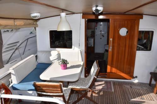 LeeZe Diesel Duck Trawler Aft Deck Port