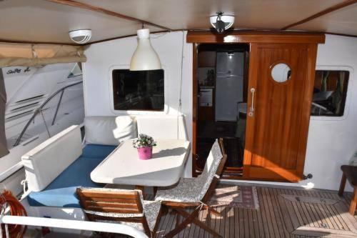 LeeZe Diesel Duck Trawler Aft deck no lines