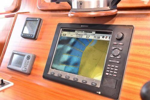 LeeZe Diesel Duck Trawler Pilot House Instruments