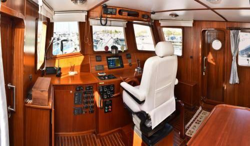 LeeZe Diesel Duck Trawler Pilot House lookin Fwd Panorama