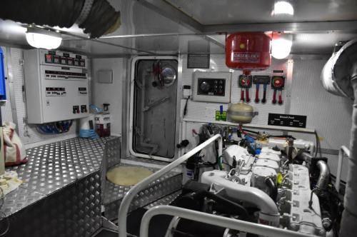 LeeZe Diesel Duck Trawler Engine Room Foward Port