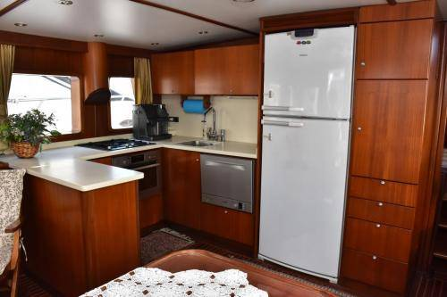 LeeZe Diesel Duck Trawler Galley with Refrigerator