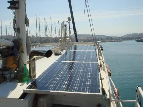 LeeZe Diesel Duck Trawler Starbord Solar Panels